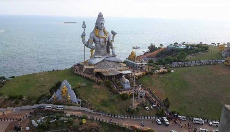 Amazing-view-of-Lord-Shiva-Statue-at-Murdeshwar