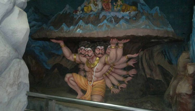 Exhibition-statue-Ravana-lifting-Kailasa-Parvat