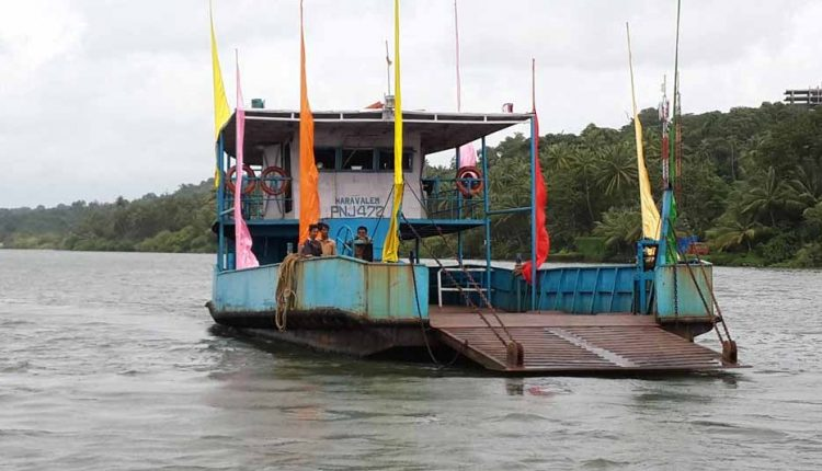 decorated-ferry-at-divar-island