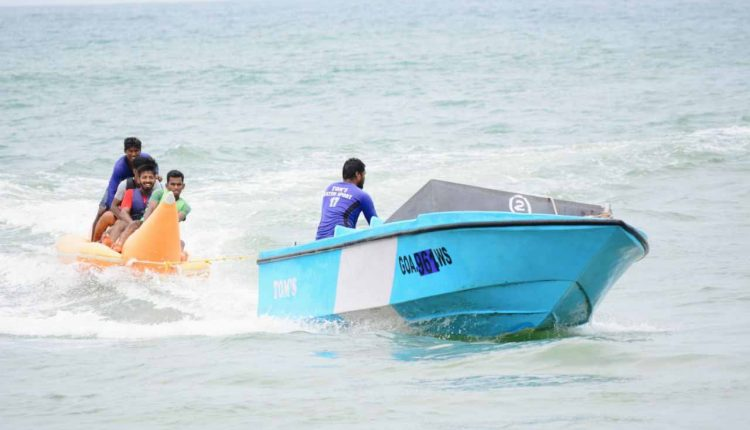 exciting-banana-boat-ride-on-goa-beach