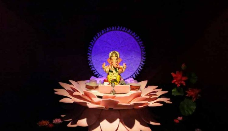 ganesh-murti-on-lotus-decoration