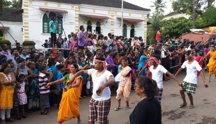 goan-local-dance-at-float-parade
