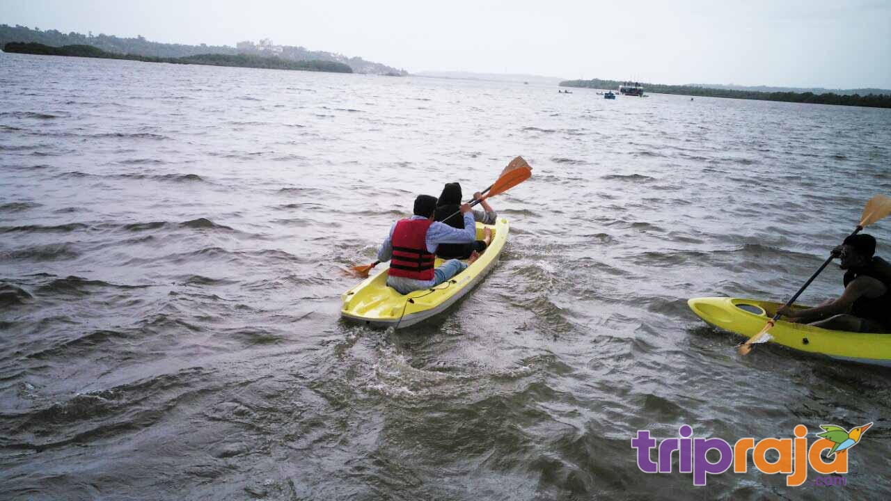 kayaking-on-goa-beach