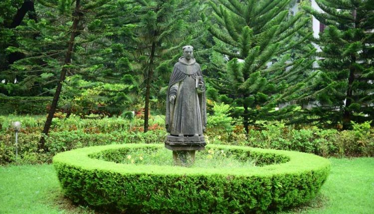 Beautiful-statue-in-church-garden