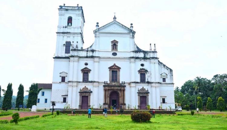 Front-side-of-Se-Cathedral