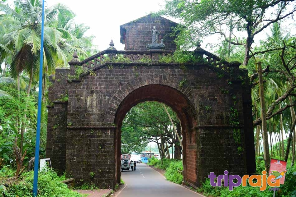 Viceroy's-Arch-at-Old-Goa