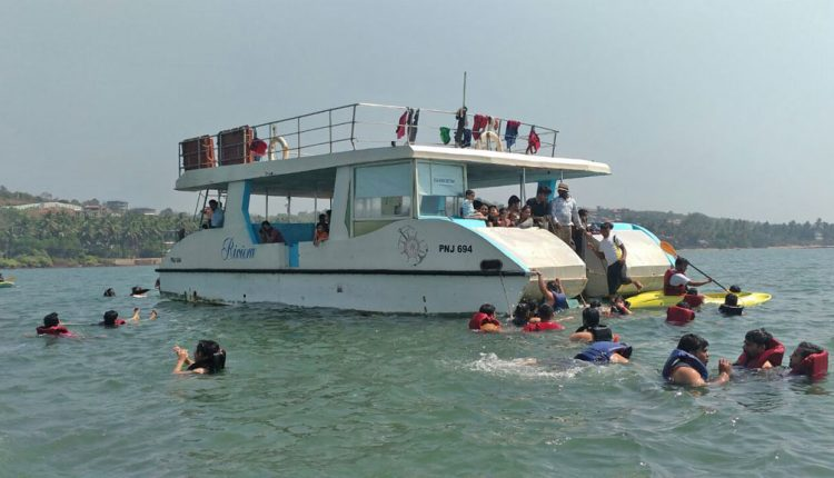 Best-Boat-Trip-in-Goa---Cruise-on-board---Snorkeling
