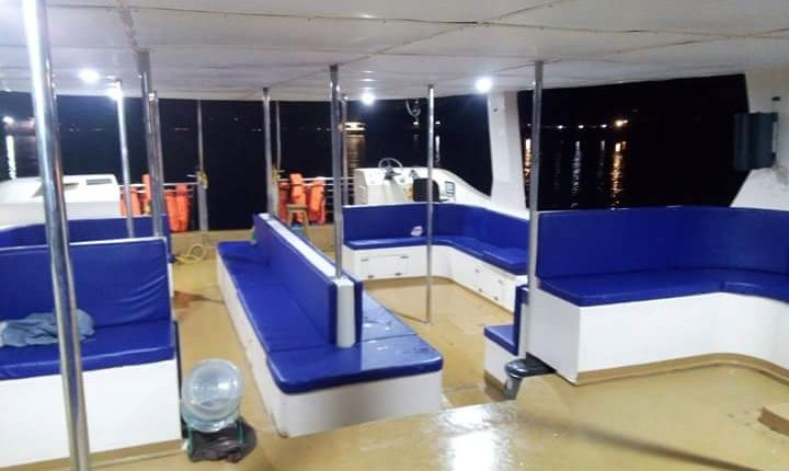 adventure-boat-cruise-interior