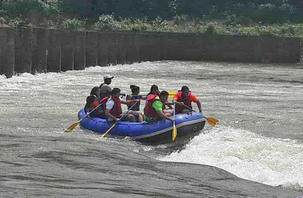 Equipments-during-river-rafting-at-Valpoi-goa