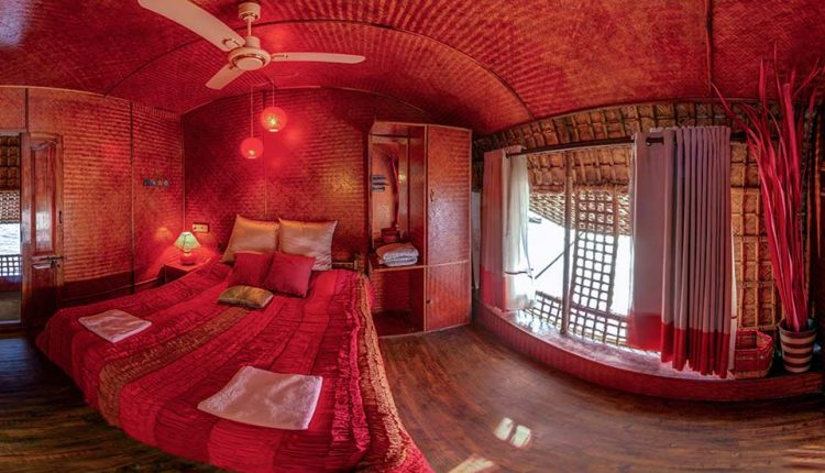 houseboat-Bedroom-view-goa