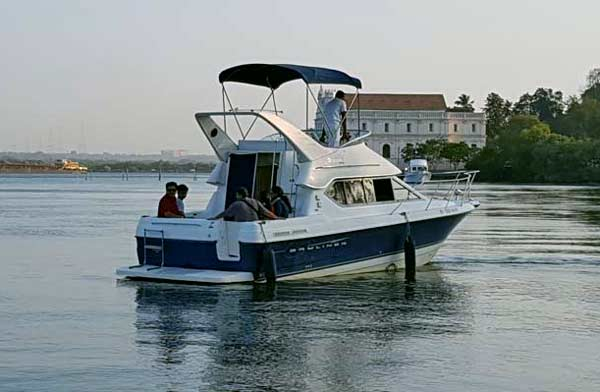 Luxury Boat and Yacht Cruise in Goa