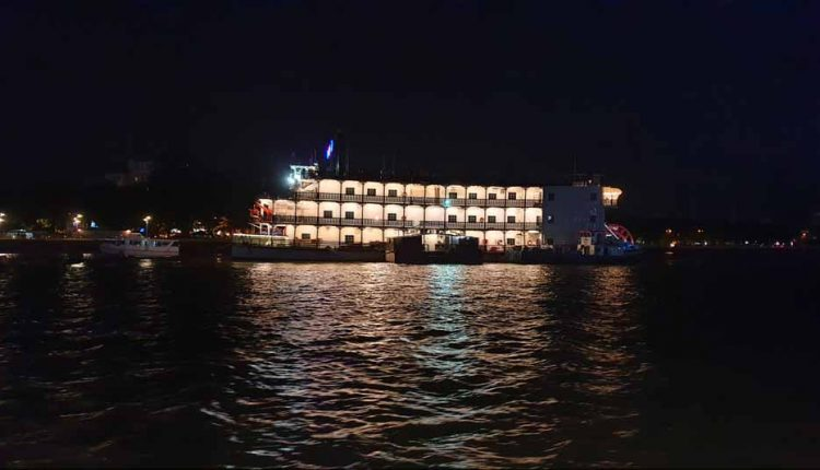 Casino-Boat-in-night