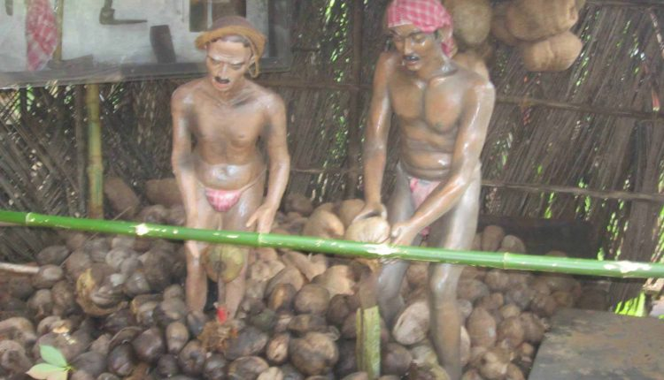 Coconut-Scrapper-at-Ancentral-Goa-Museum