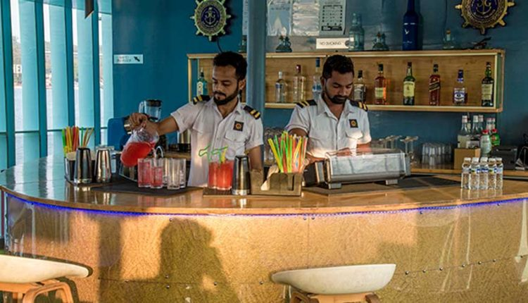 bar-on-the-dinner-cruise-goa