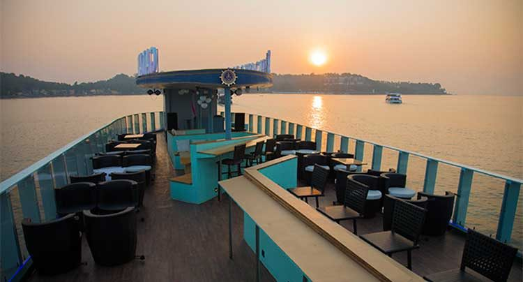 top-deck-of-dinner-cruise-goa